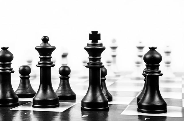 figurky na šachovnici