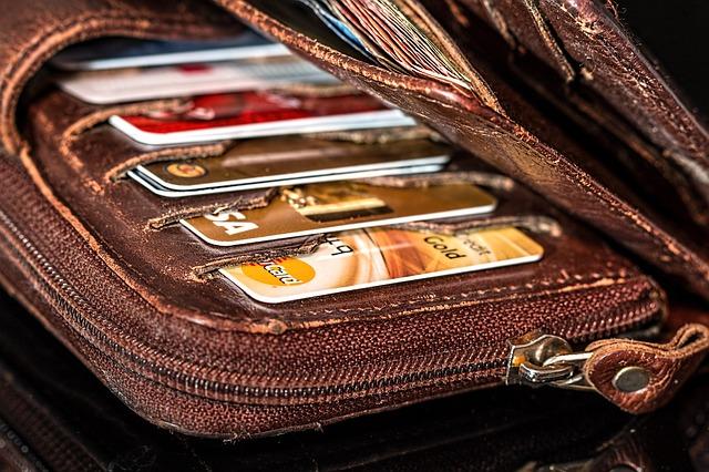 peněženka s kreditkama