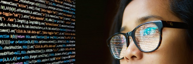 brýlatá programátorka